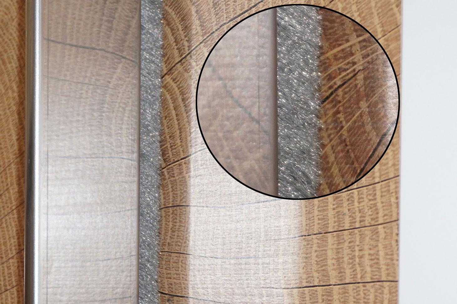 Möbelindustrie: Bürstendichtungen zwischen zwei Schiebetüren