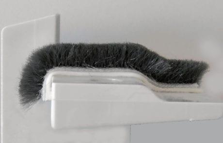 Flexibel: geklebte Bürste über Rundungen und Kante